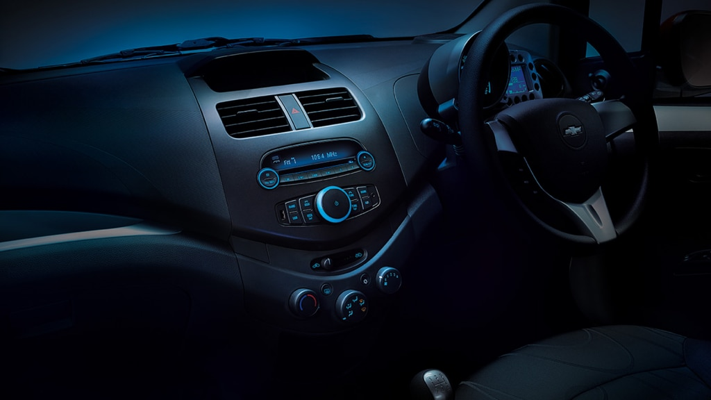 The attractive blue illumination on the central console amplifies its rich aesthetics.
