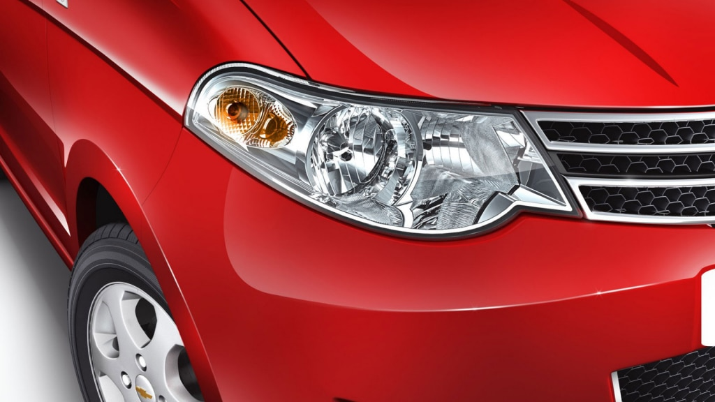 Swoosh style, clear-lens, jewel-effect, wrap-around Headlamps offers you clear visibility at night or during harsh weather.