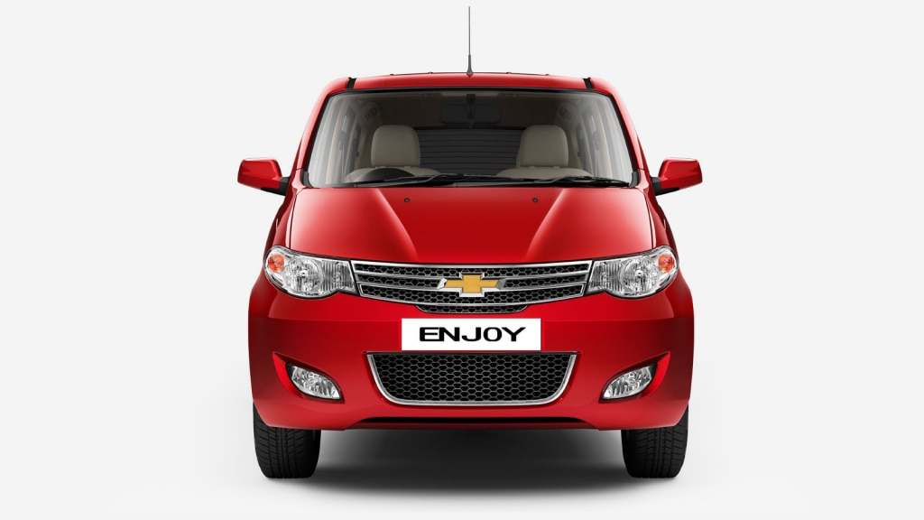 Chevrolet gold Bowtie with stylish chrome surround three-dimensional grille.